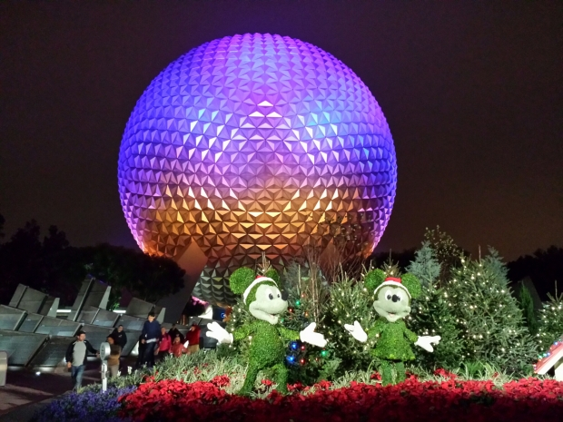 Spaceship Earth with Mickey and Minnie topiaries in front welcoming you to Epcot