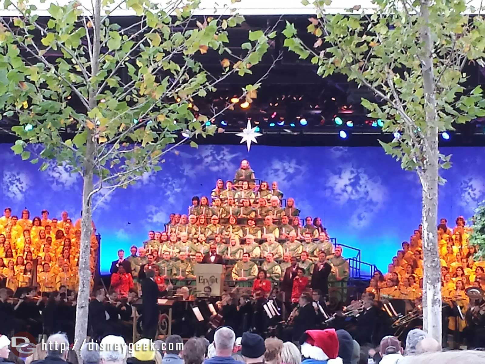 Tonight's Candlelight Processional narrator is LeVar Burton #Epcot