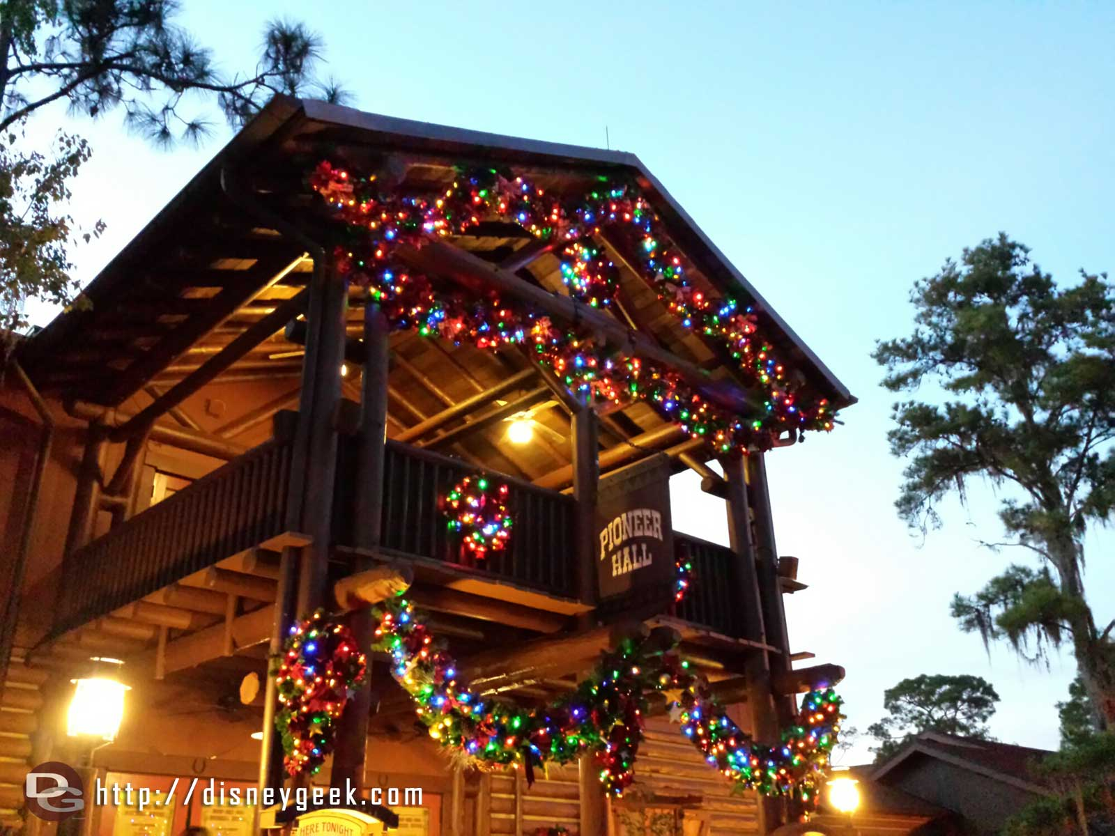 Pioneer Hall Christmas Lights – Fort Wilderness