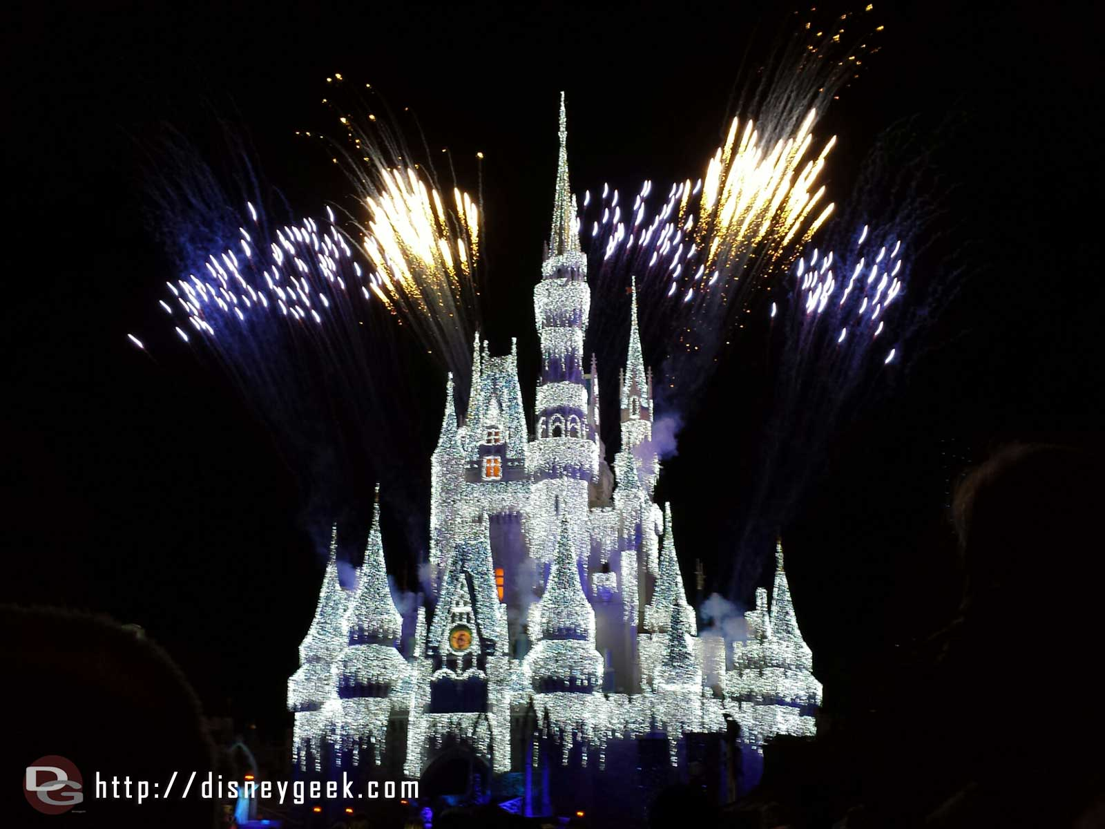 #Frozen Holiday Wish finale #WDW Magic Kingdom
