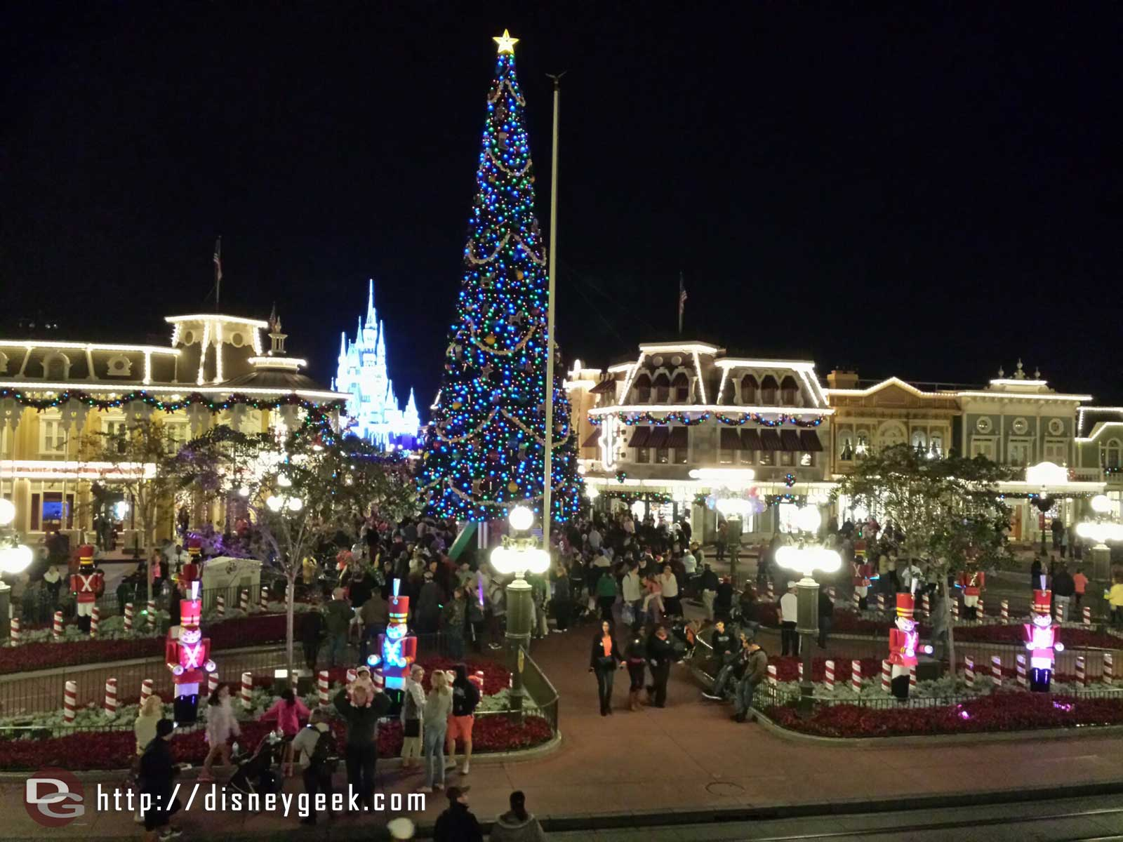 Town Square with the Christmas tree lit up, #WDW Magic Kingdom