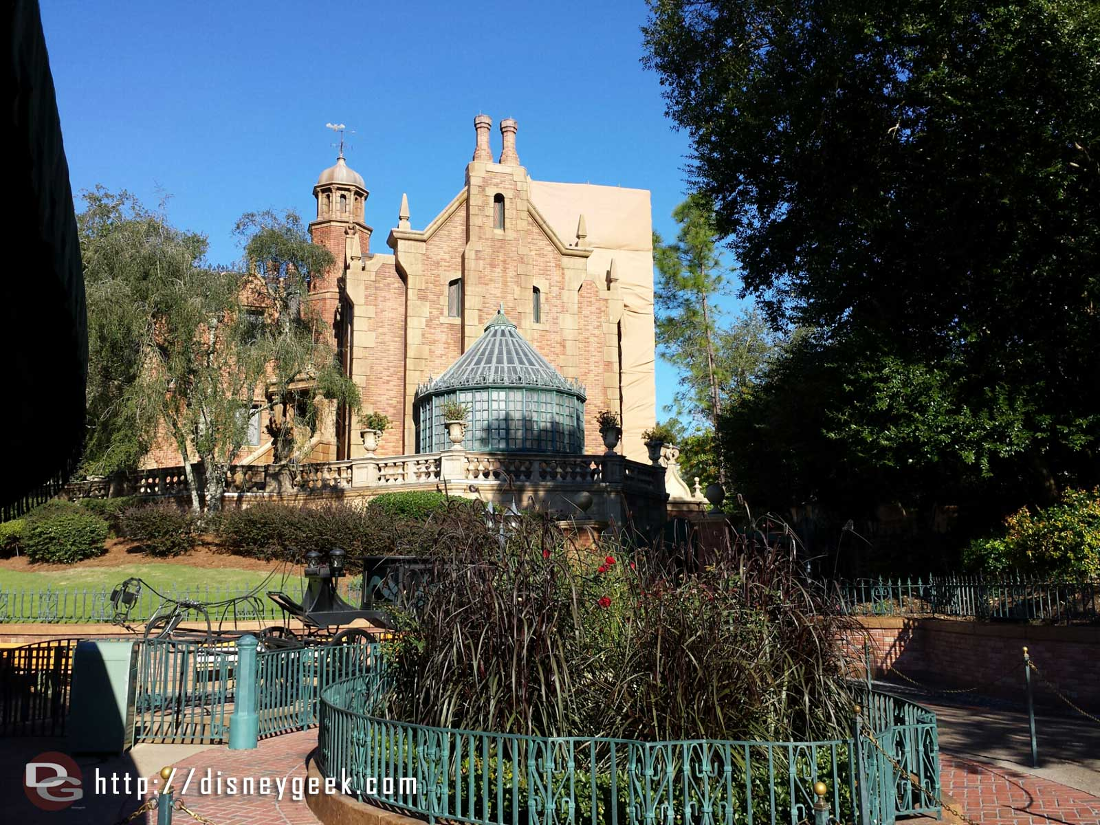The Haunted Mansion has reopened early from its renovation #WDW