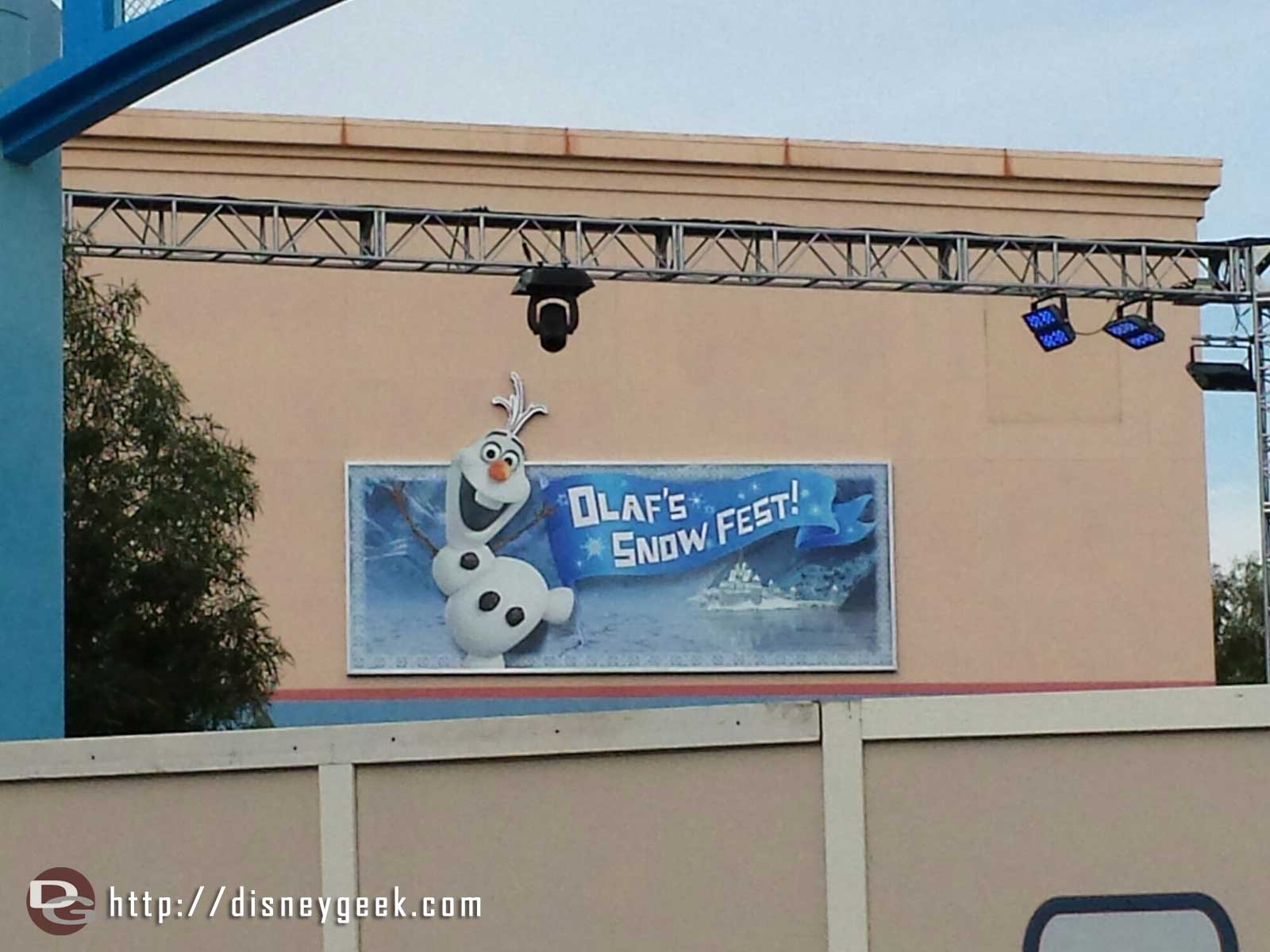 Olaf's Snow Fest sign on Stage 17 #FrozenFun Disney California Adventure