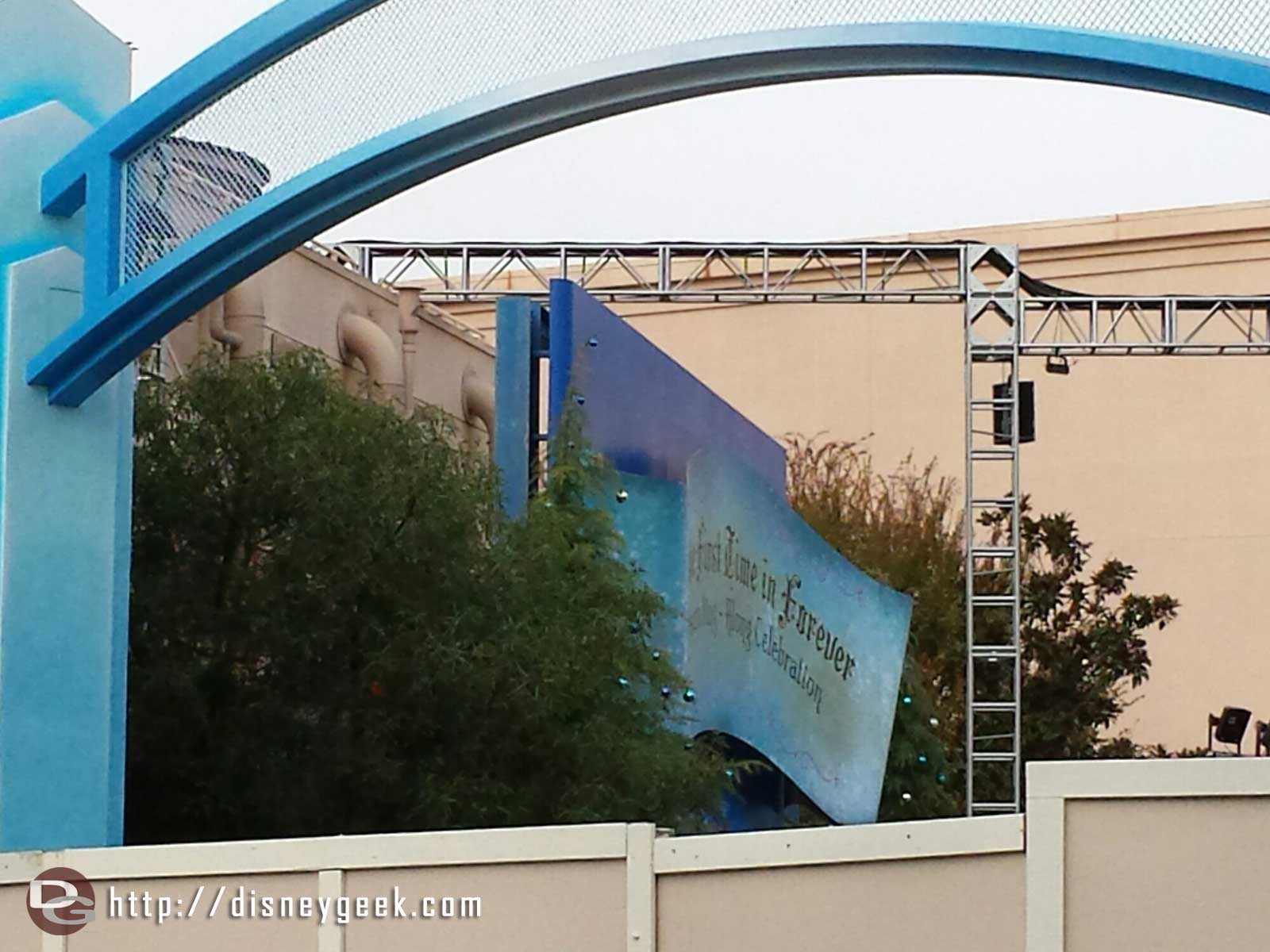 For the First Time in Forever sing along sign has replaced the Muppets