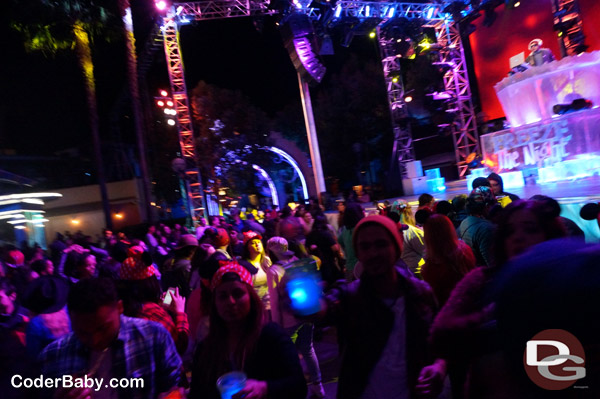 Frozen Fun - Freeze The Night - Dance Party