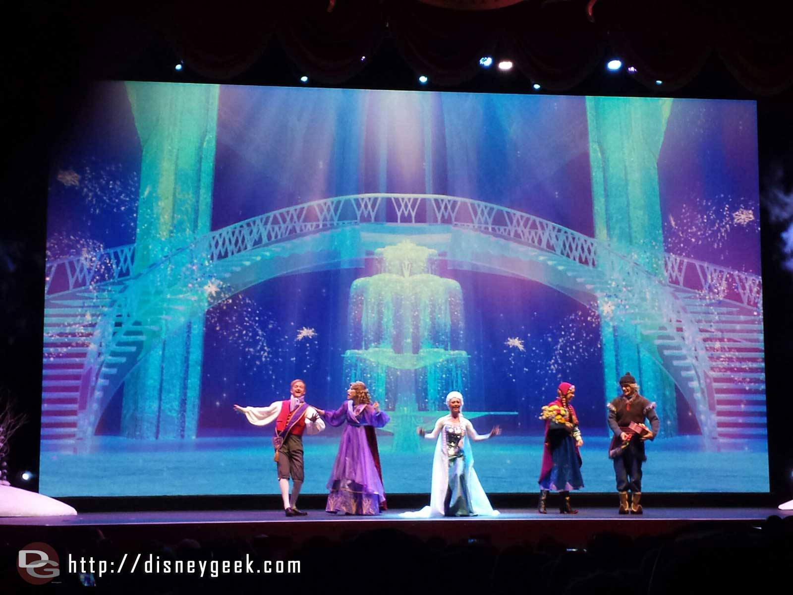 For the First Time in Forever sing along finale #FrozenFun #Disneyland