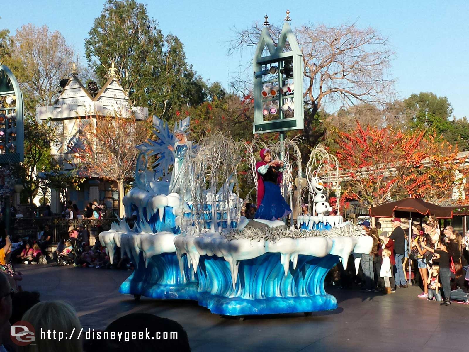 The #Frozen pre-parade float #Disneyland