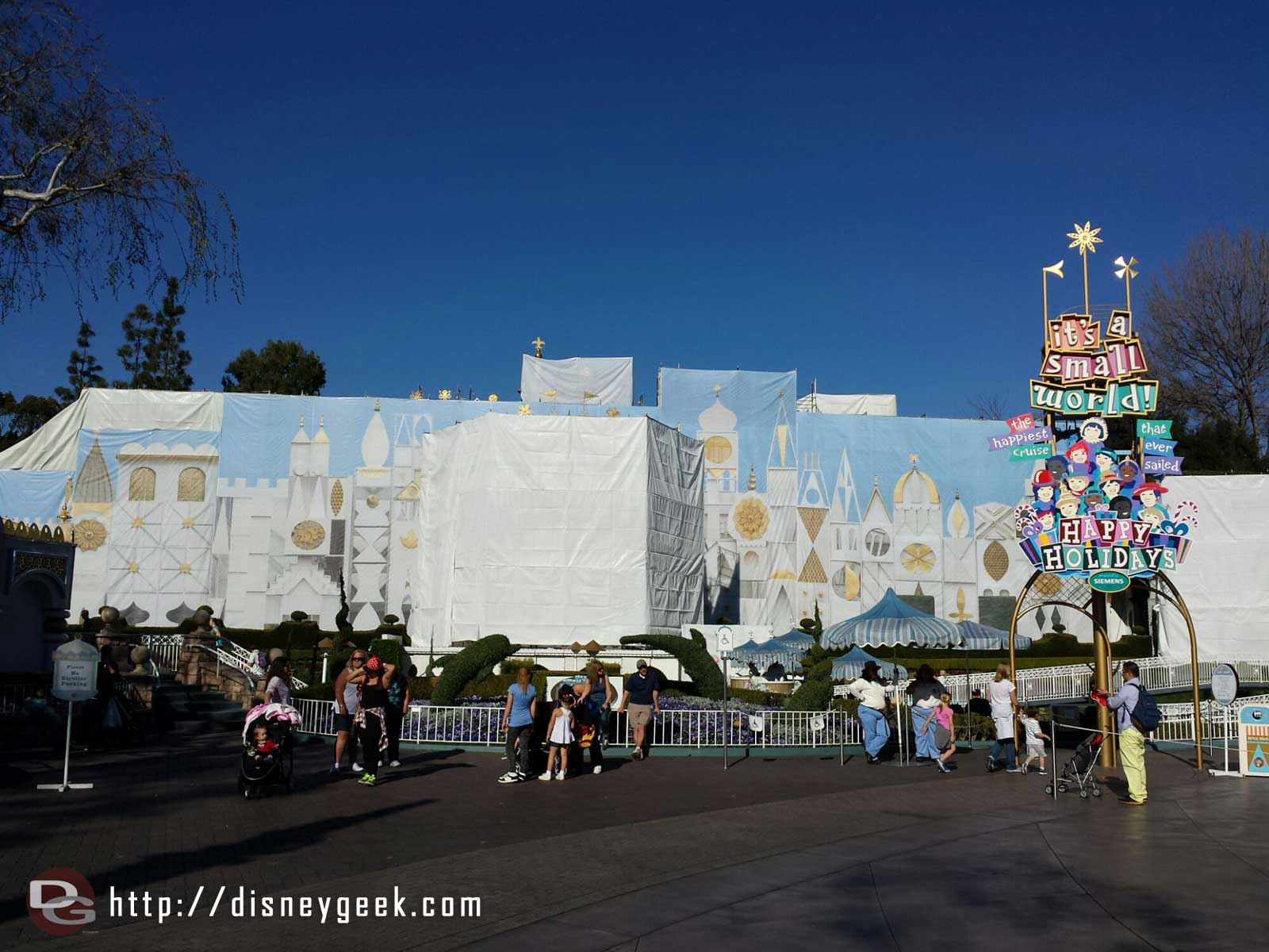 The Small World clock is underwraps this week & a picture up on the main scaffolding #Disneyland
