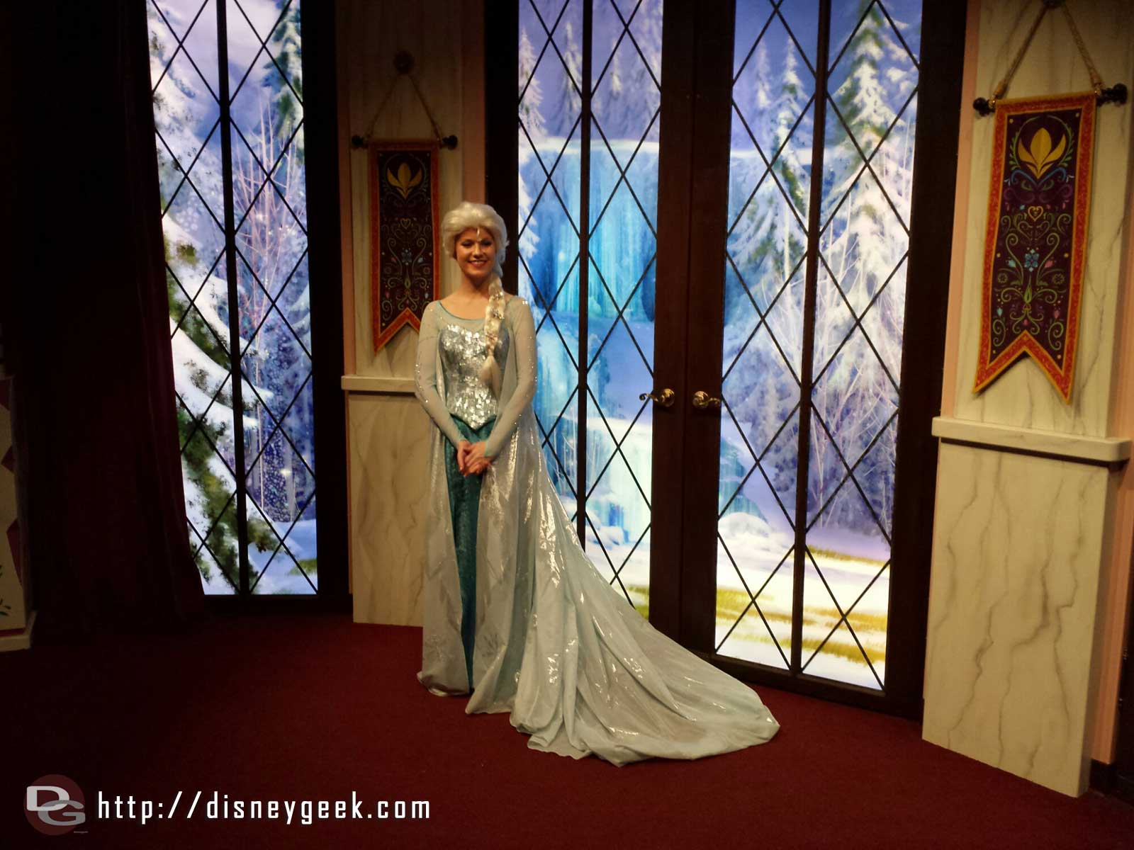 Met Elsa in the character close-up #FrozenFun