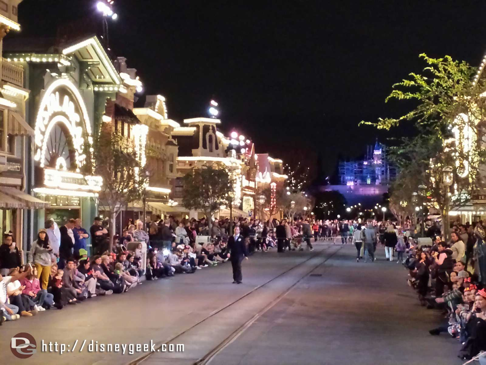 Main Street USA awaiting Mickey's Soundsational parade & #Frozen preparade