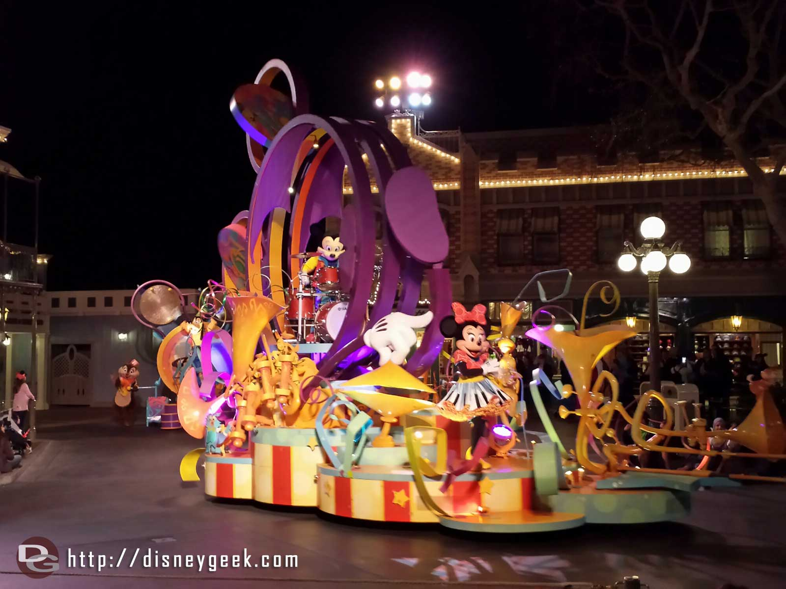 Mickey's Soundsational opening float with Minnie & Mickey #Disneyland