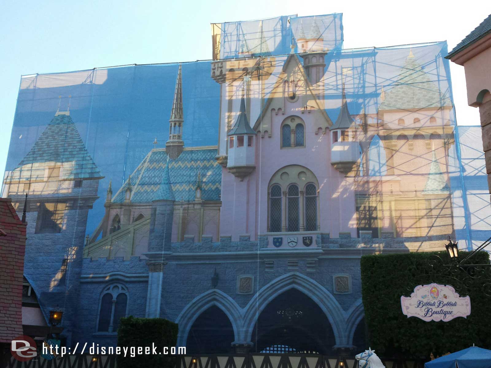 The Fantasyland side of the scaffolding features a picture of the castle