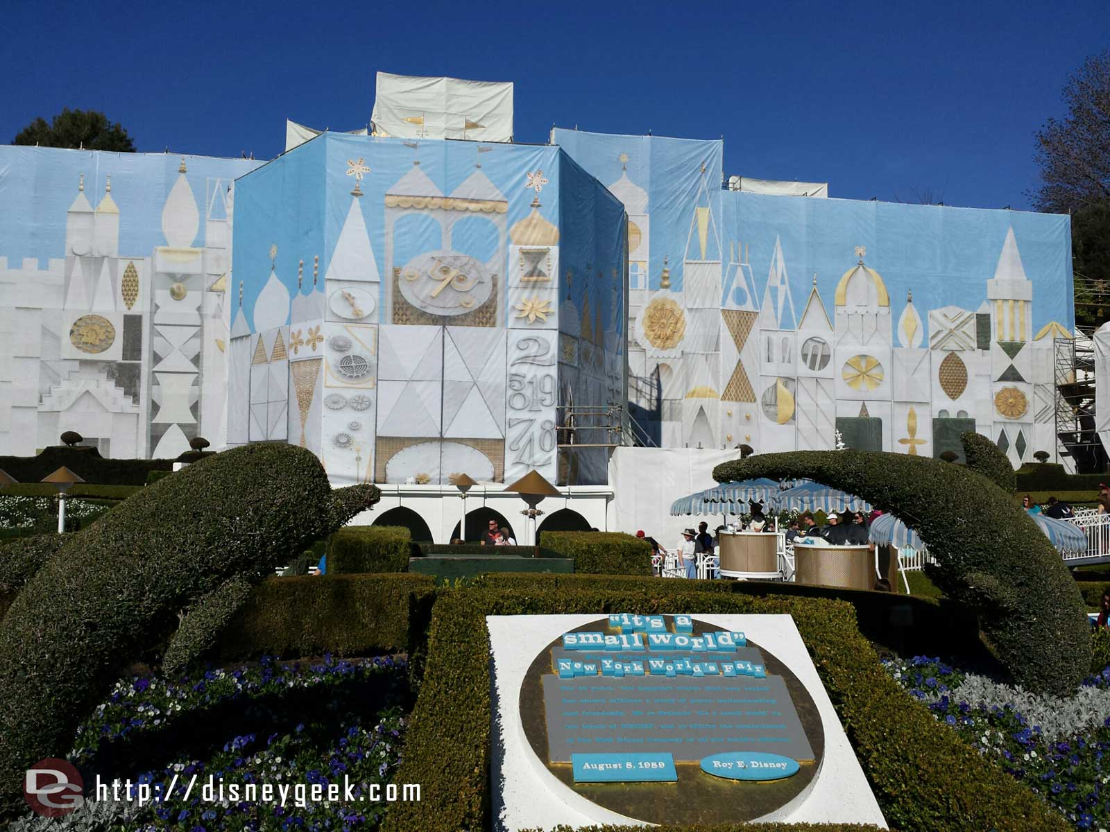 It's a small world has reopened after removing the holiday overlay – facade work continues though #Disneyland