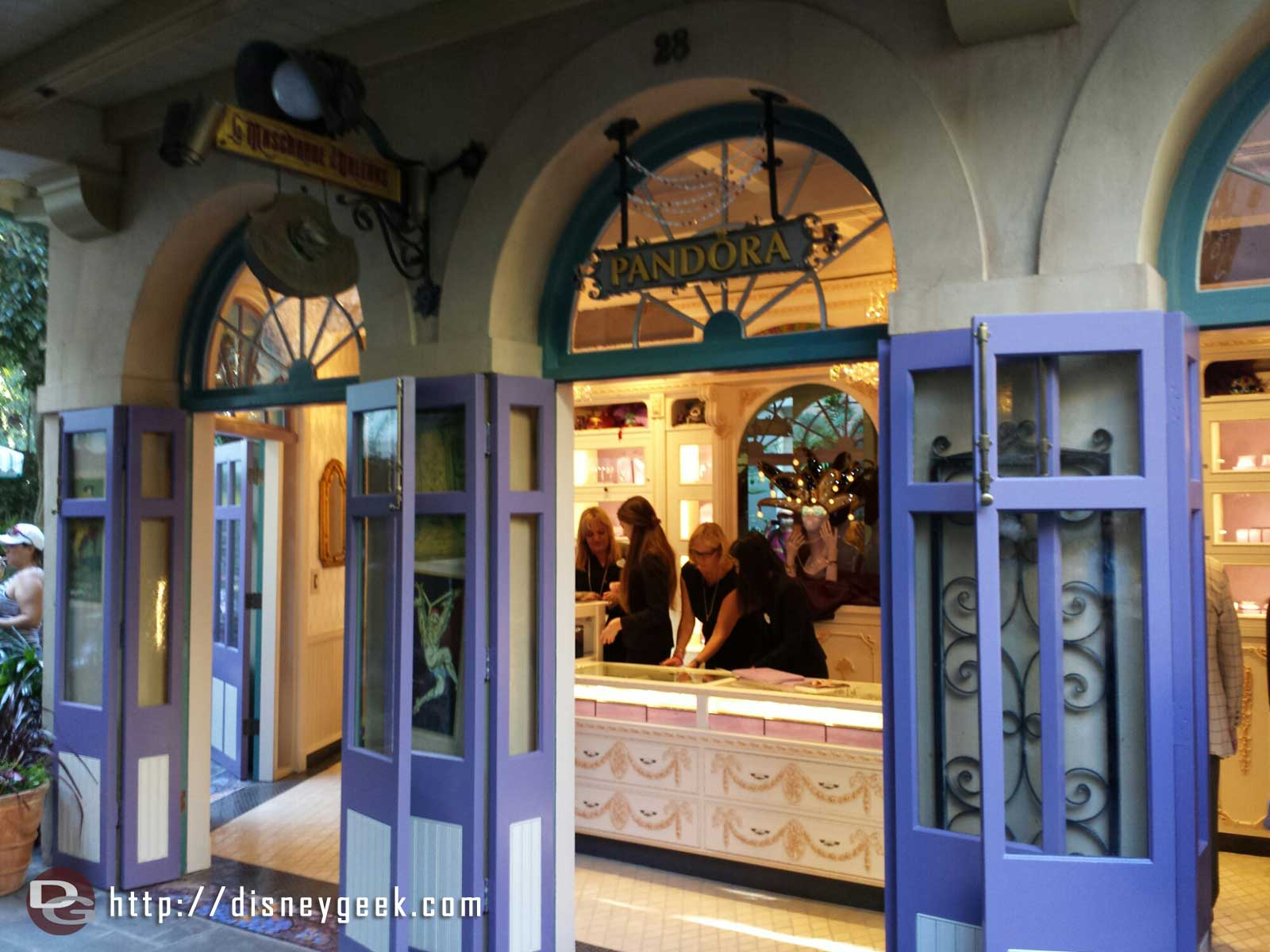 La Mascarade D Orleans Has Reopened As A Pandora Store