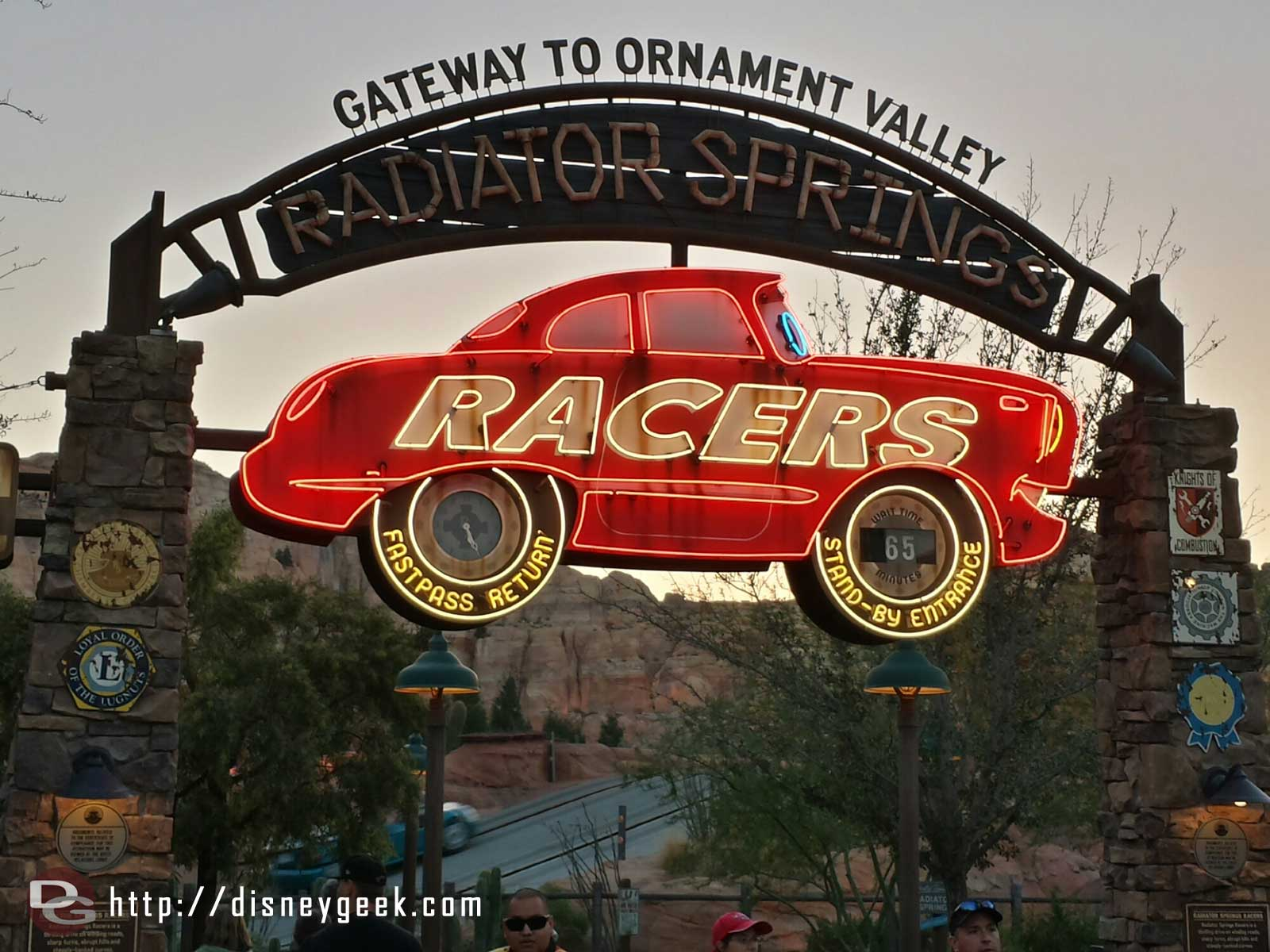65min posted wait for the Radiator Springs Racers this evening #CarsLand