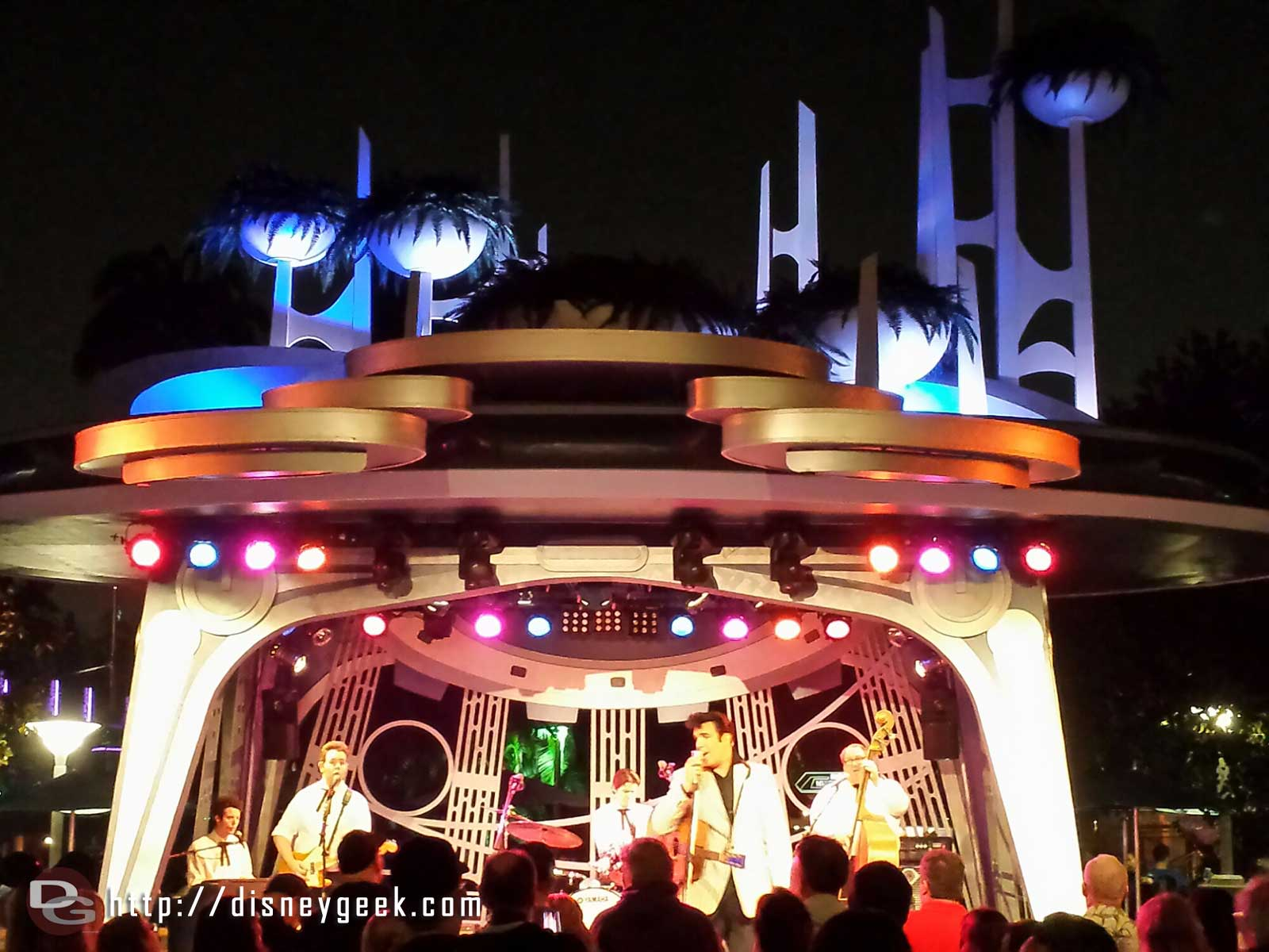 Back to see Scot Bruce, Elvis, at Tomorrowland Terrace #Disneyland