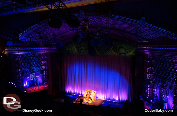 During the pre-show, the organist plays Disney tunes on stage.