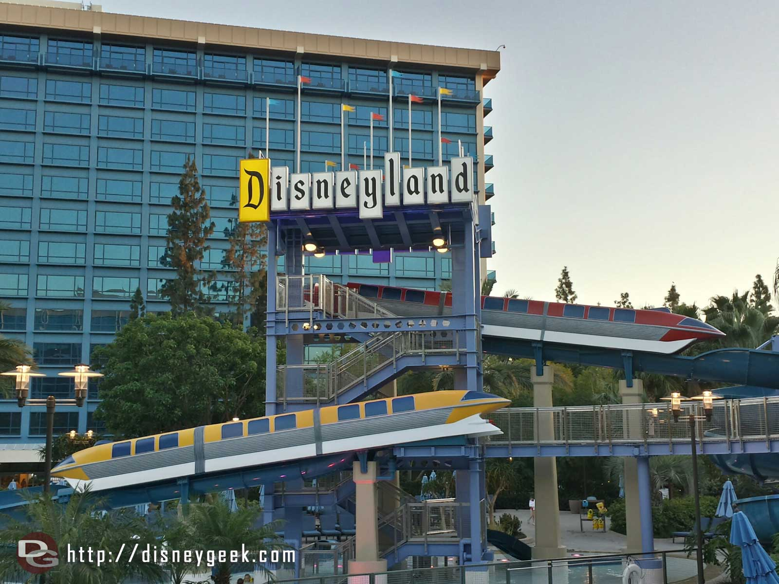 The Monorail slides at the #Disneyland Hotel are red and yellow now (must be a USC fan in Imagineering)