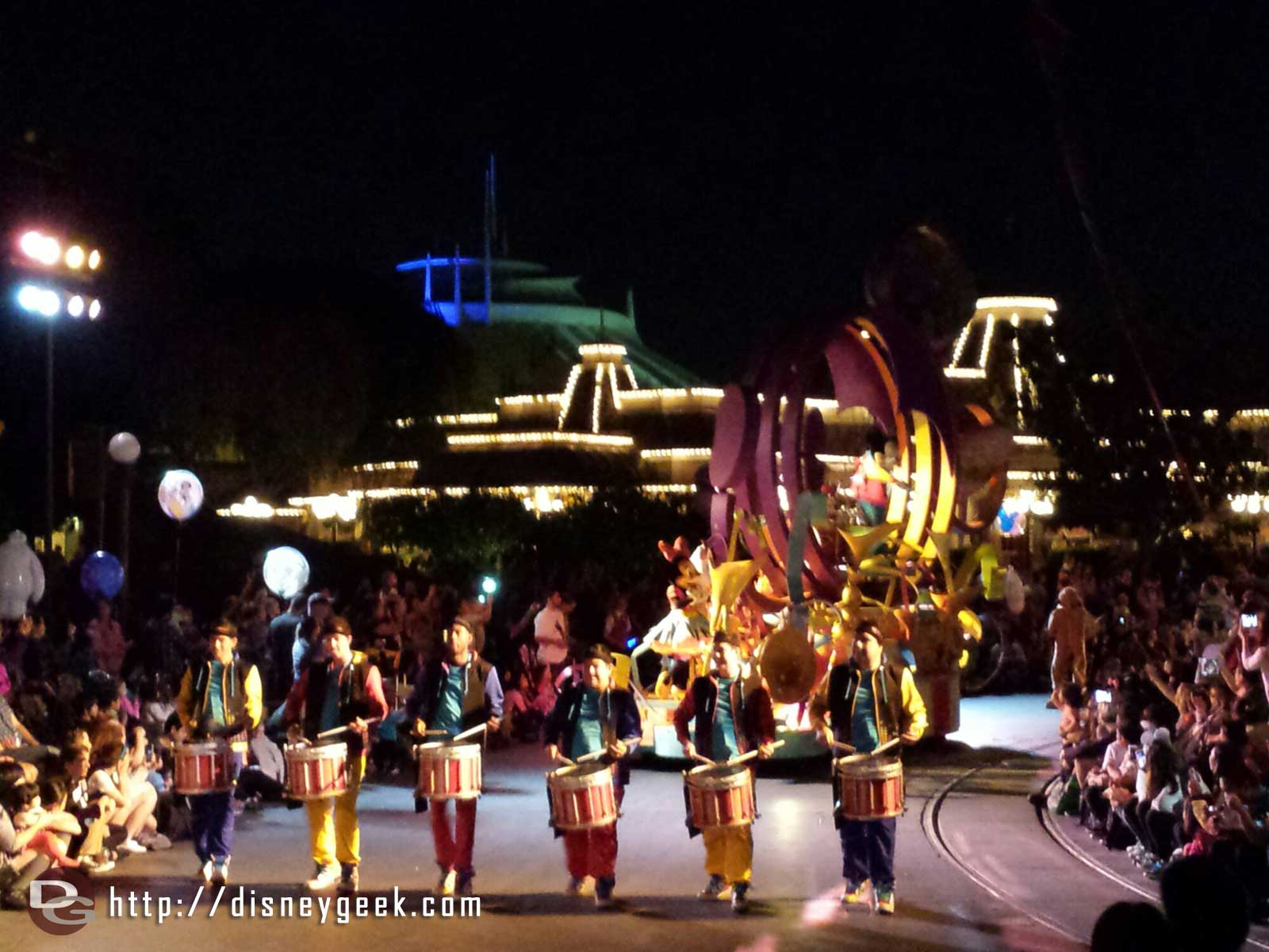 Mickey's Soundsational Parade arriving in the hub #Disneyland