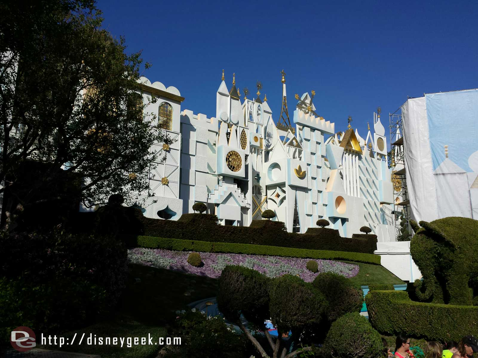 The scaffolding on the main building of it's a Small World has been removed since my last trip