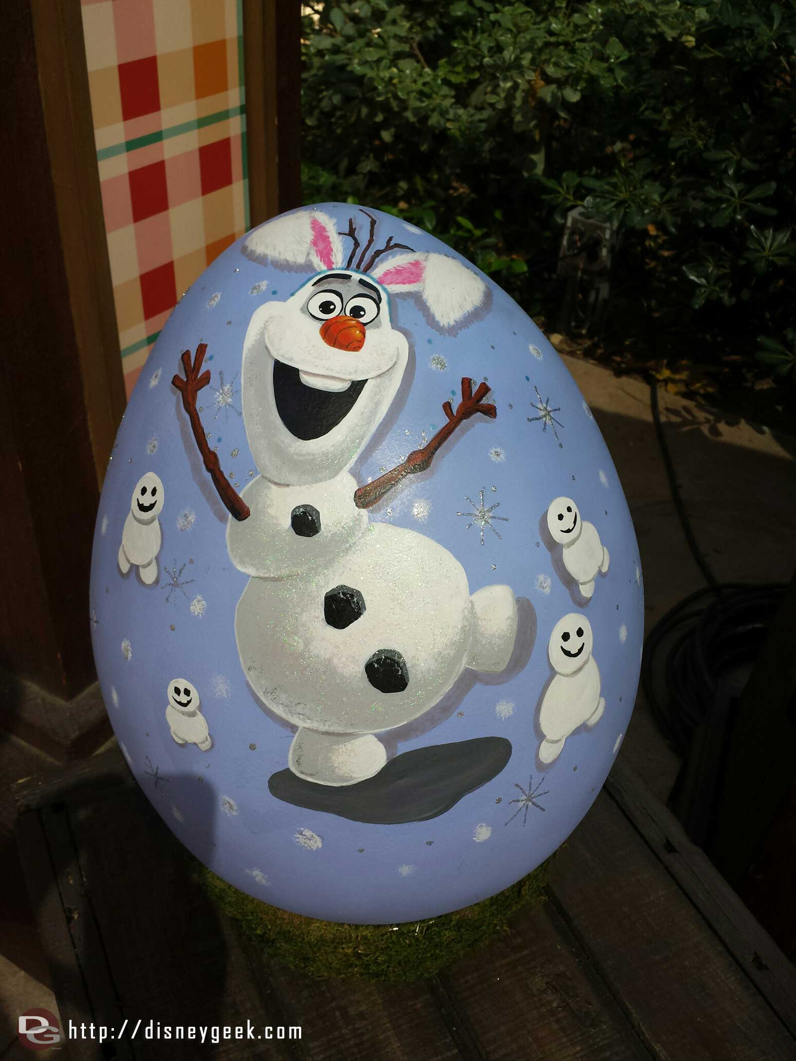 Olaf with rabbit ears and snowbabbies egg art at the Springtime Roundup #Disneyland #Frozen