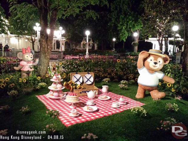 Hong Kong Disneyland - Main Street USA - Springtime Photo Spot - Duffy and Shellie