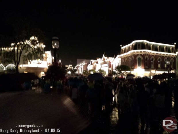 Hong Kong Disneyland - The crowds leaving in the rain after the fireworks