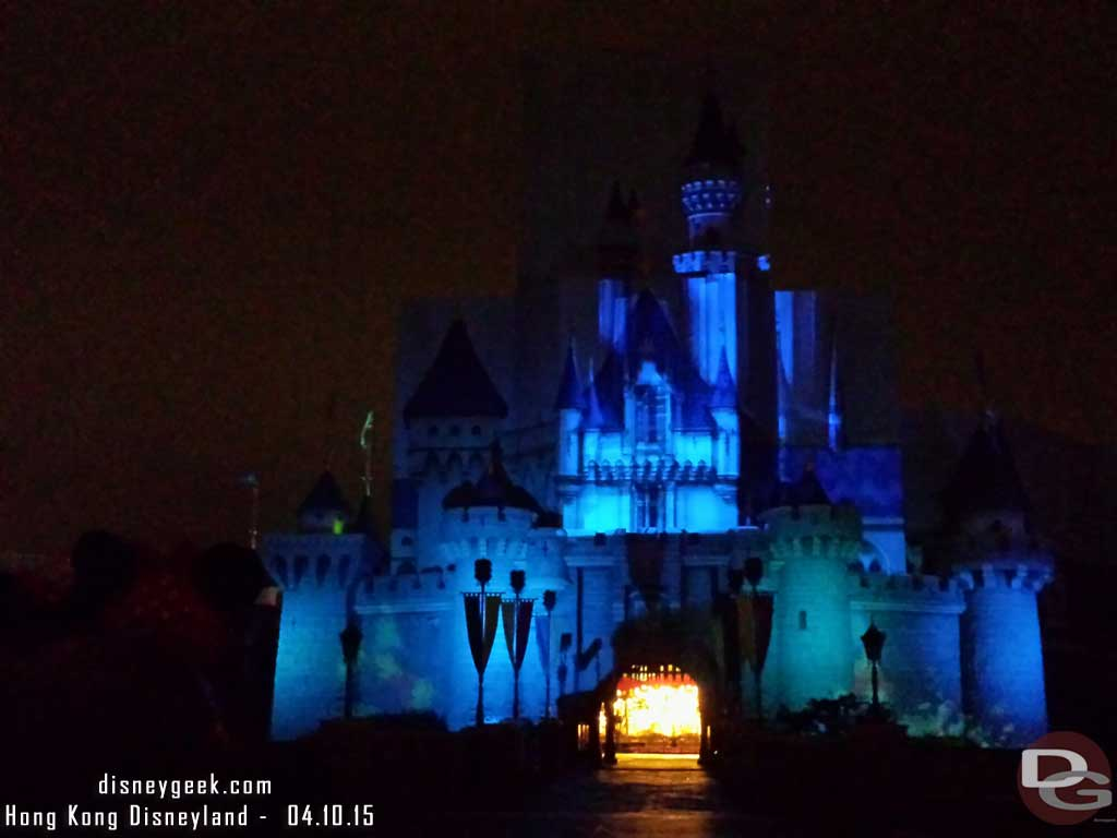 The projections looked out of alignment  this evening during the fireworks #HongKongDisneyland