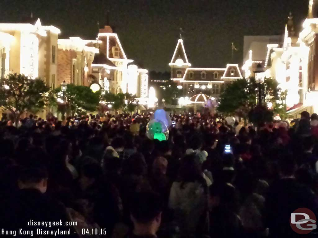 Time to leave #HongKongDisneyland along with everyone else