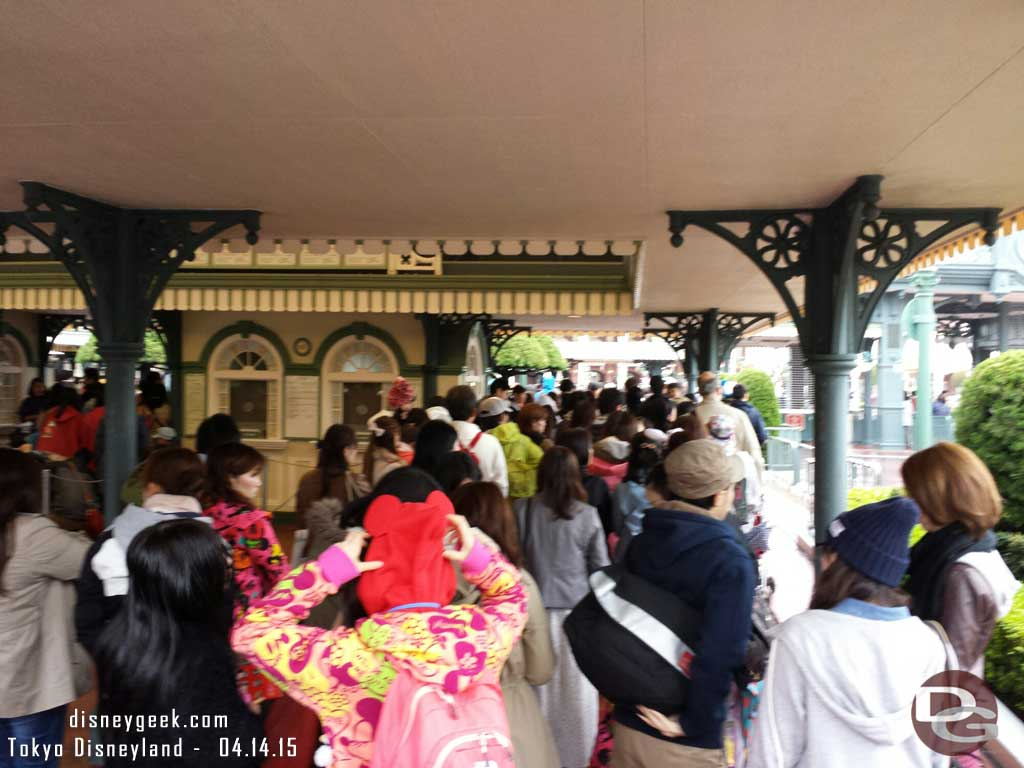 The line to get into #TokyoDisneyland about 15 min prior to opening
