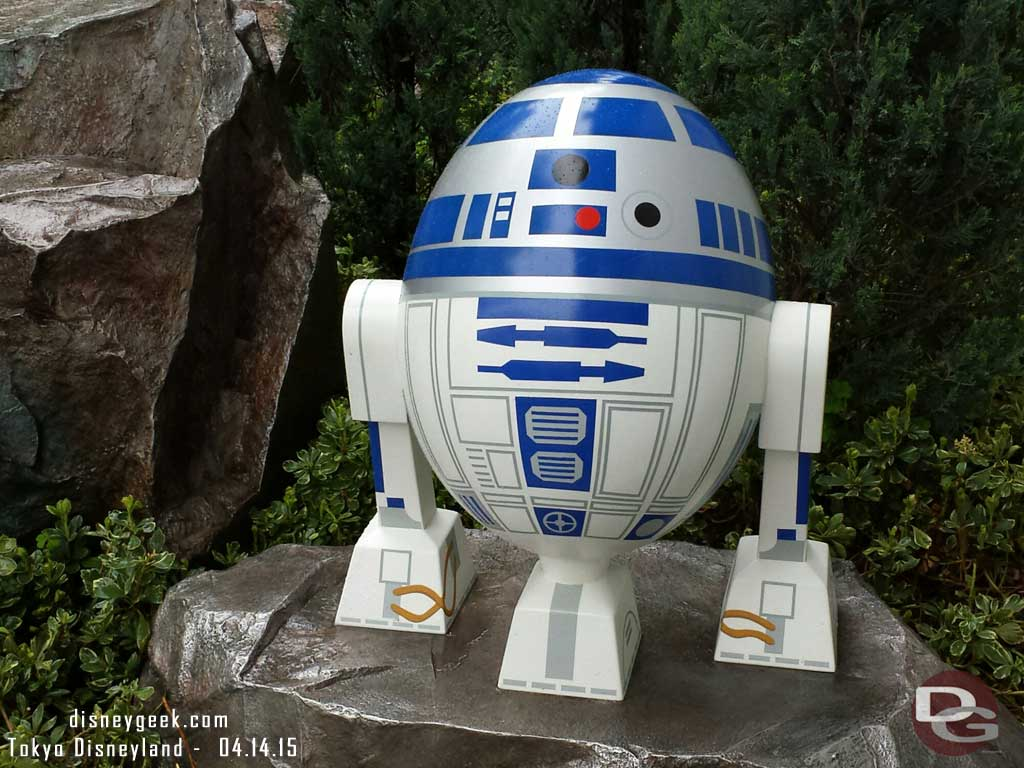 R2D2 egg near Star Tours #TokyoDisneyland