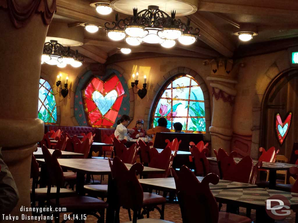 A nearly empty Queen of Hearts banquet hall around 4:30pm