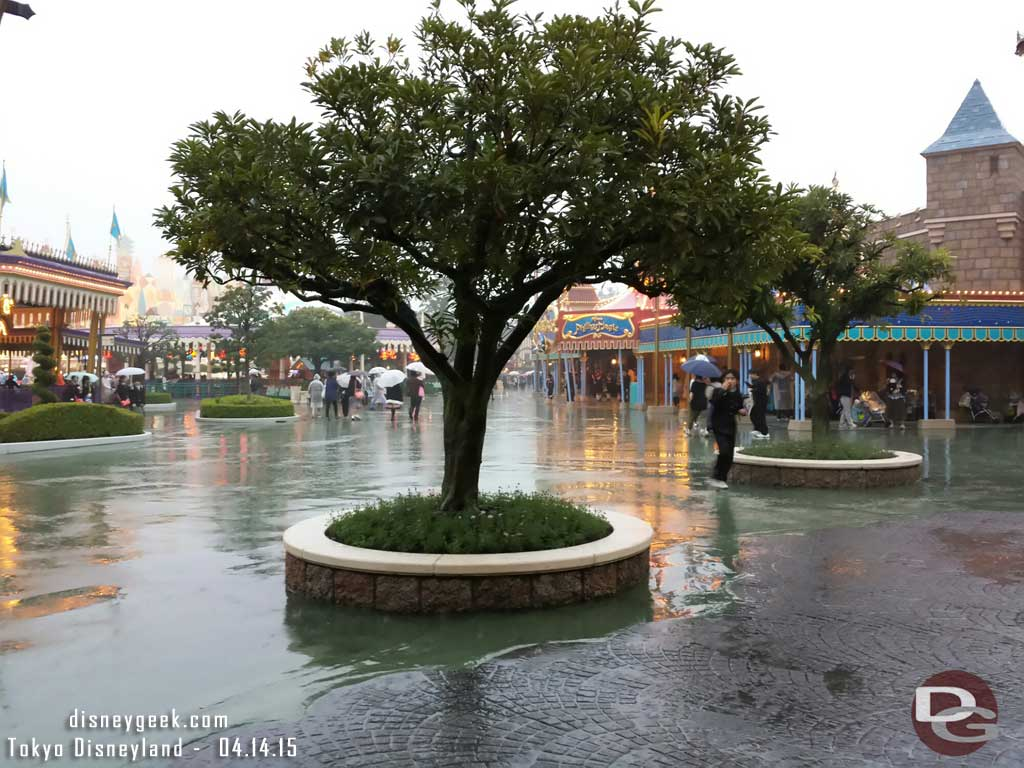 Still raining this evening in Fantasyland #TokyoDisneyland