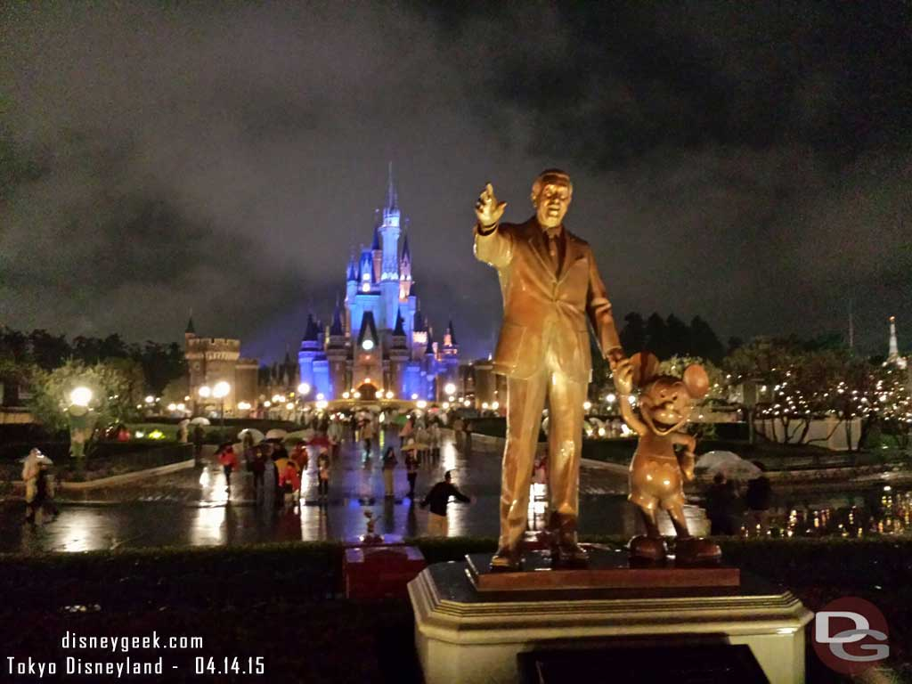 Walt & Mickey Partners Statue as I was leaving this evening #TokyoDisneyland