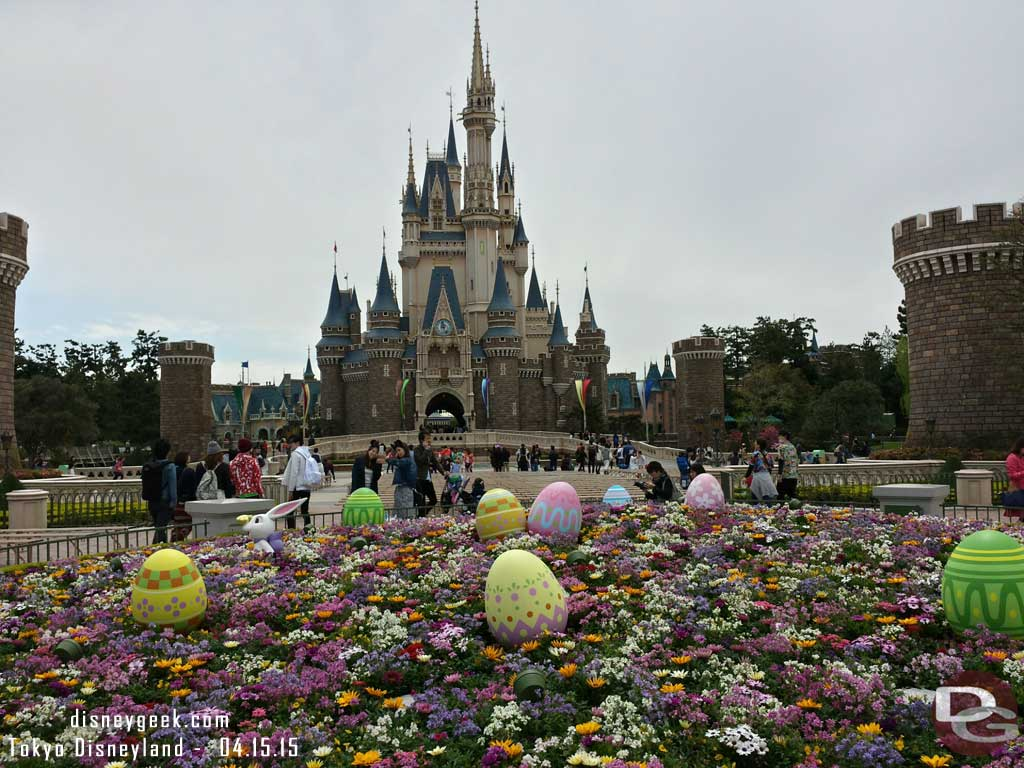 Cinderella Castle and easter eggs in the hub  #TokyoDisneyland