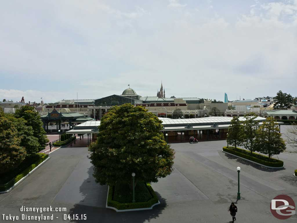 Looking toward #TokyoDisneyland from the Monorail station