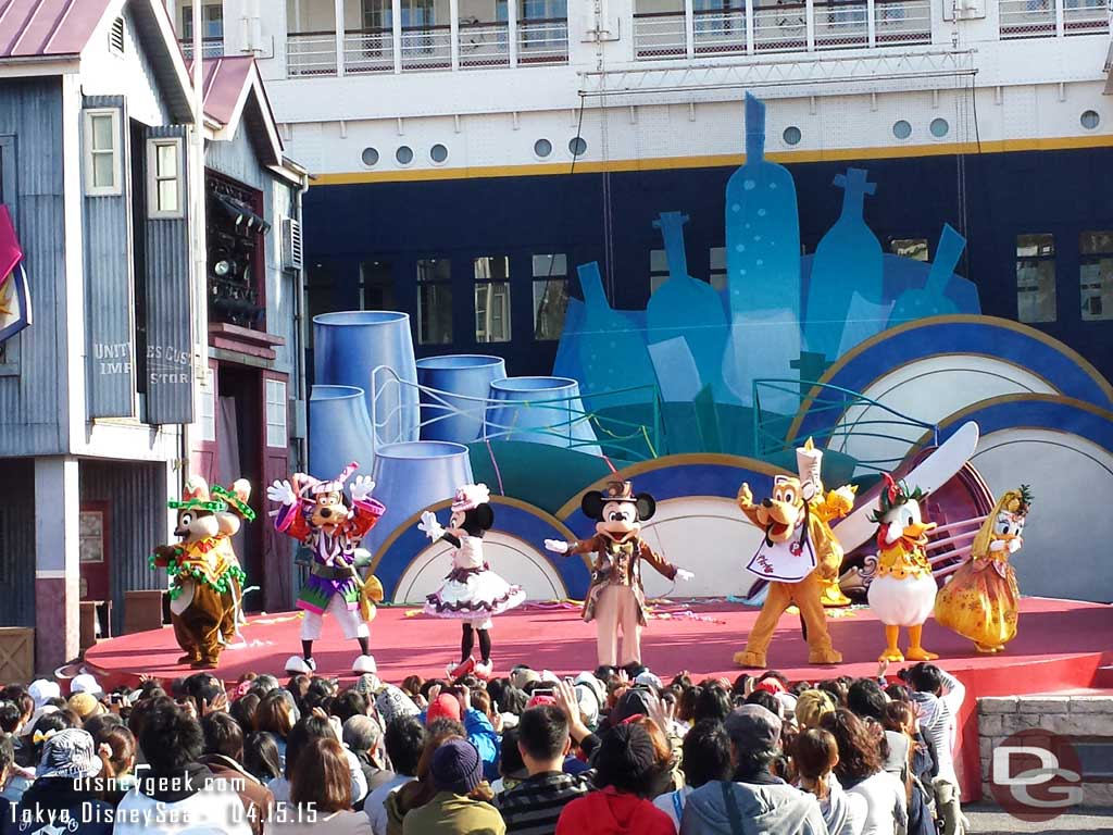 Character curtain call – A Table is Waiting #TokyoDisneySea