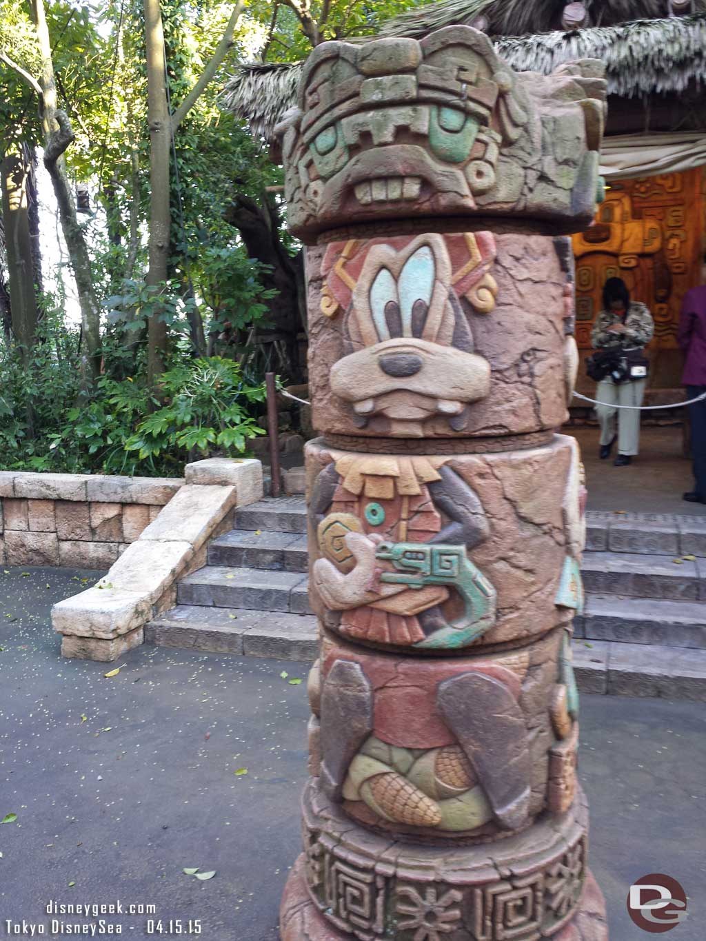 A Goofy column in the character area of the Lost River Delta #TokyoDisneySea