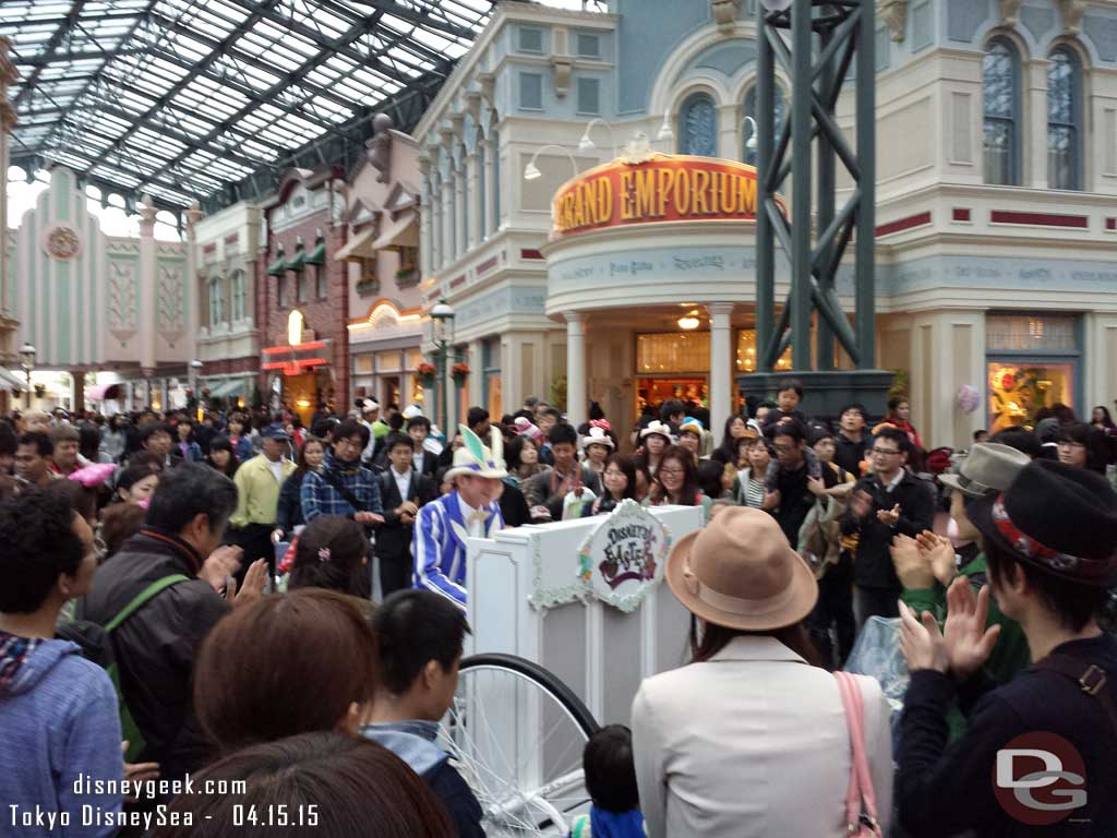 A piano performer in World Bazaar #TokyoDisneyland