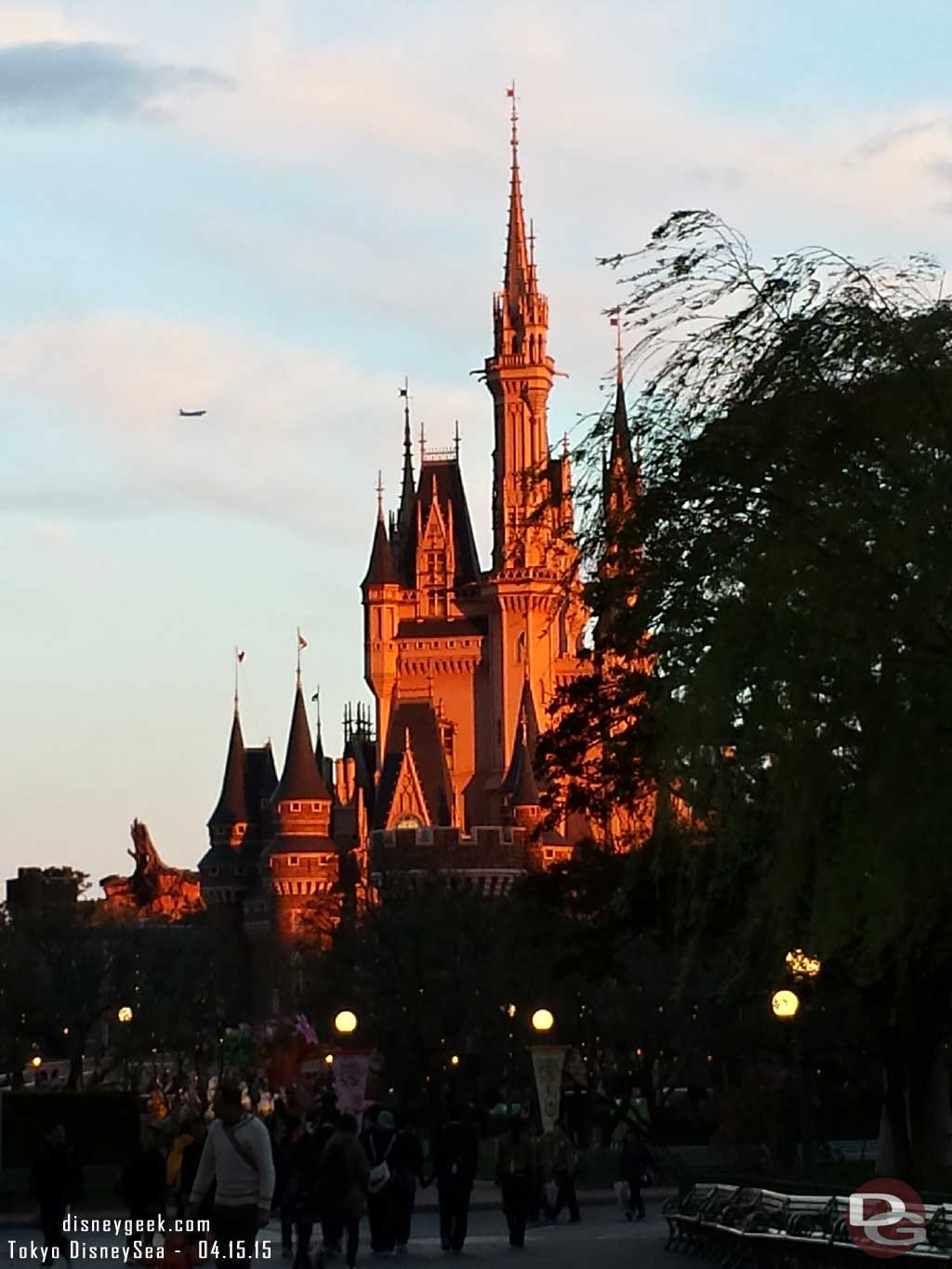 Cinderella Castle reflecting the setting sun #TokyoDisneyland