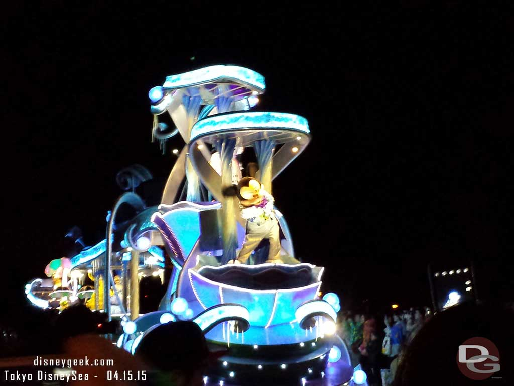Dreamlights Electrical Parade was cancelled due to weather instead they had 6 floats with characters #TokyoDisneyland