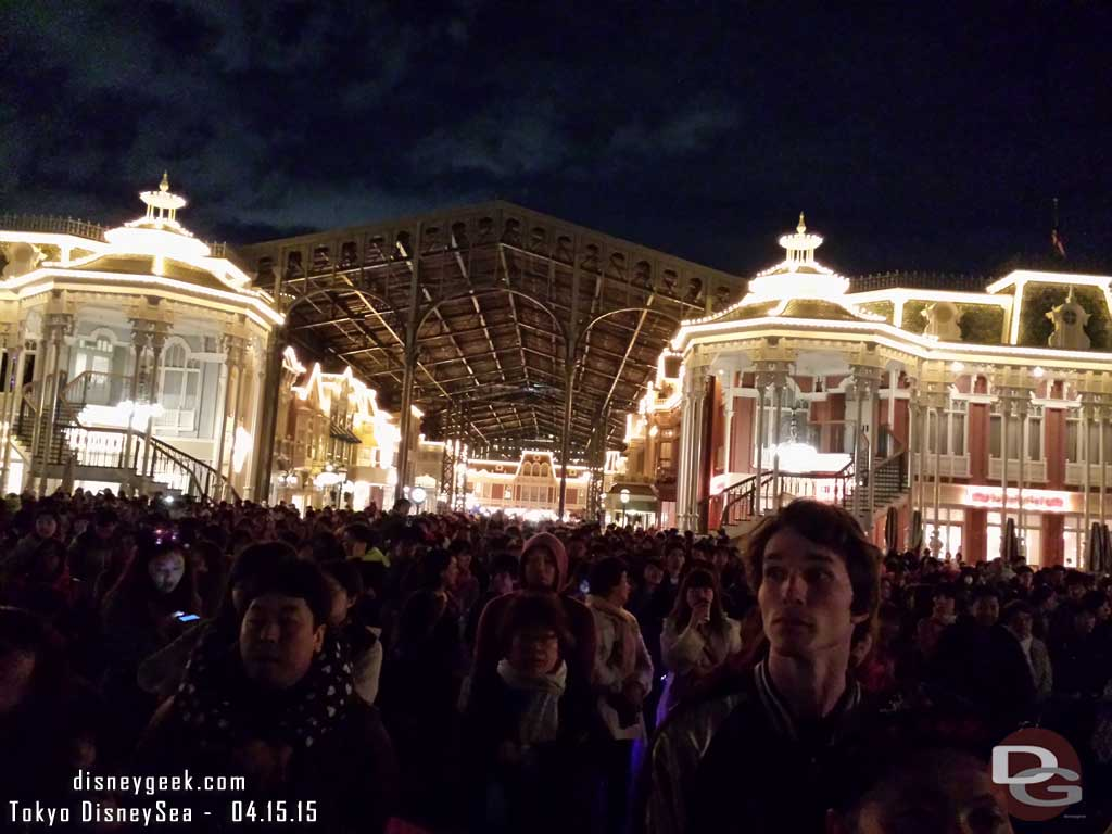 The crowd behind me waiting for Once Upon a Time #TokyoDisneyland