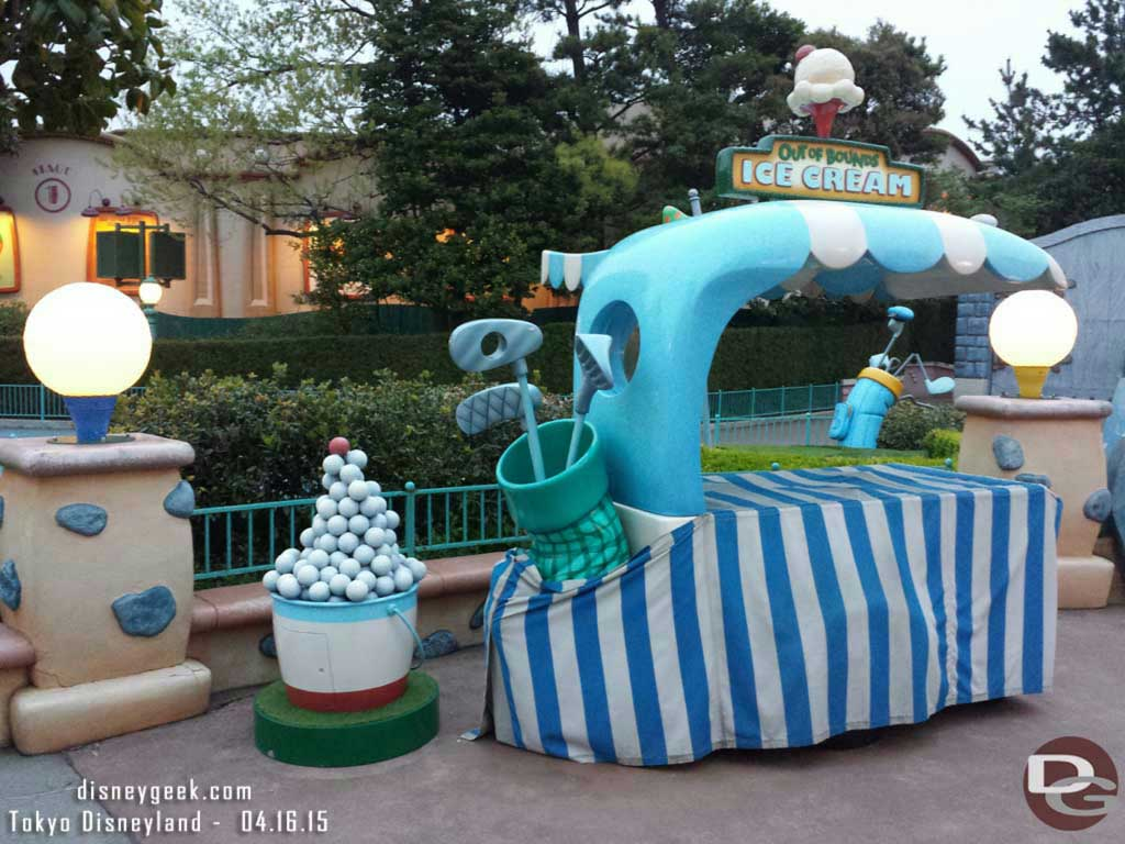 Out of Bounds ice cream in Toontown #TokyoDisneyland