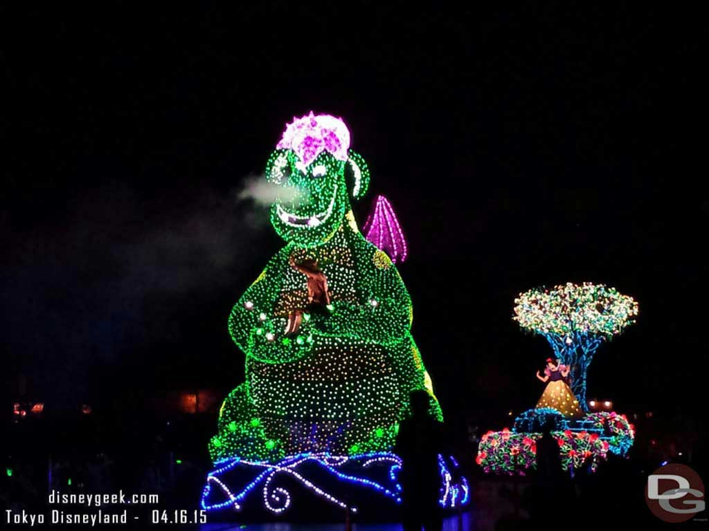 Pete, Elliot, Snow White – #TokyoDisneyland Electrical Parade Dreamlights