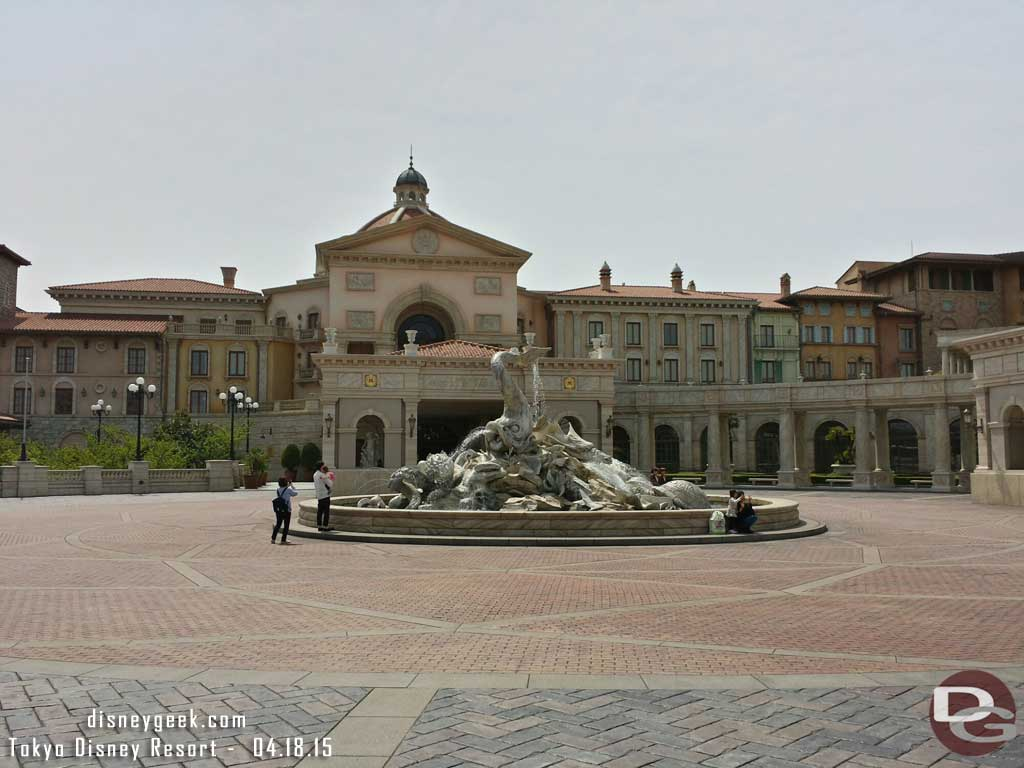 A wider picture of the #TokyoDisneySea Hotel MiraCosta driveway/entrance