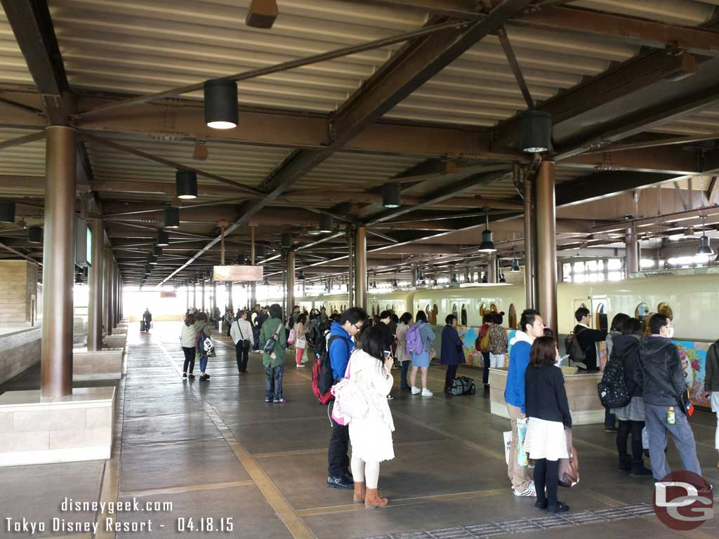The #TokyoDisney Resort Line was having some issues this morning so there were lines