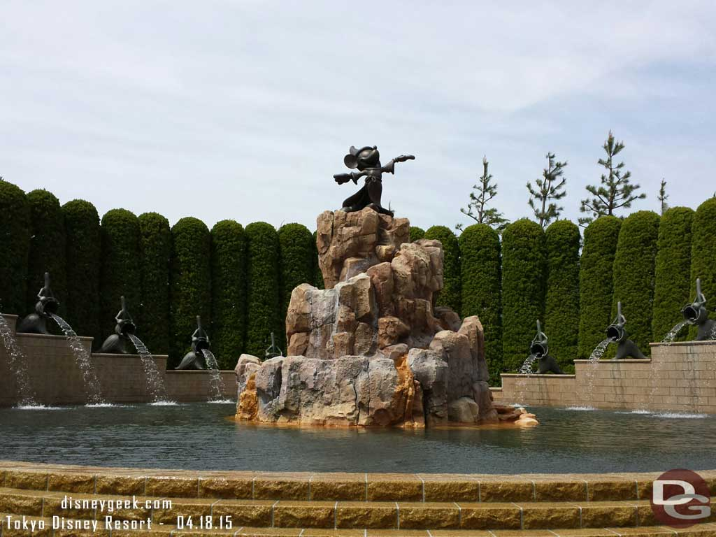 Sorcerer Mickey fountain in front of the #TokyoDisneyland Hotel