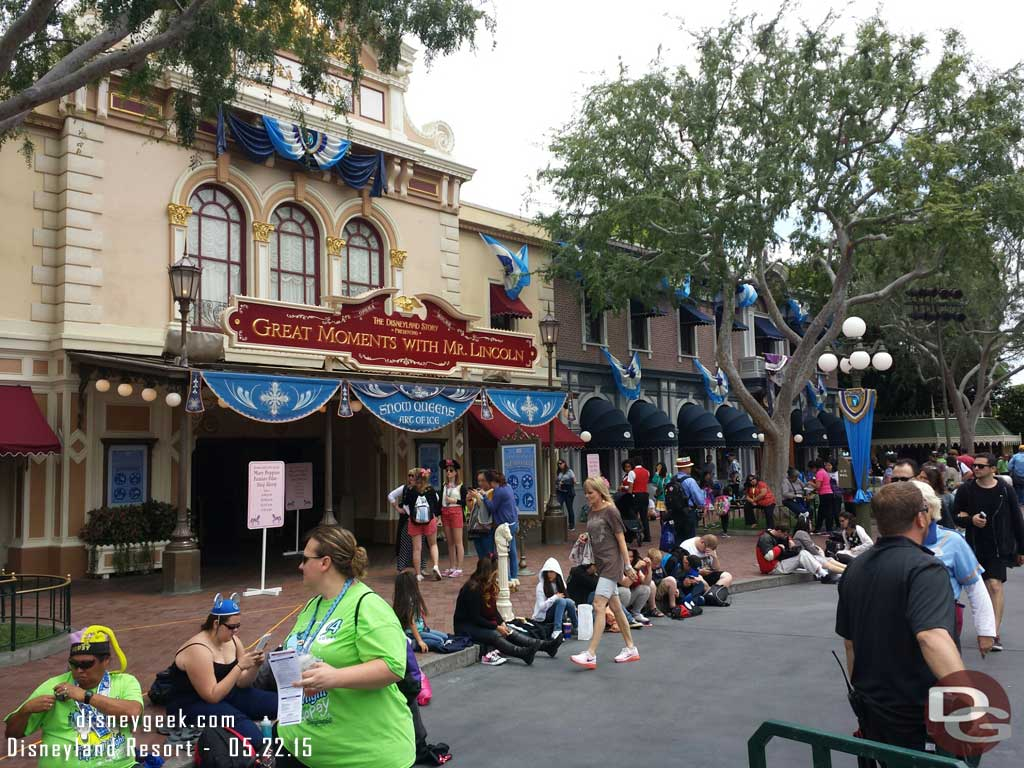 Curb space for the 8:50 Paint the Night is almost gone #Disneyland60