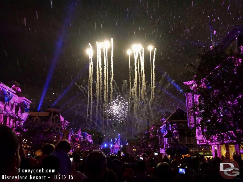 #DisneylandForever –  Let it Go #Frozen #DisneySnow