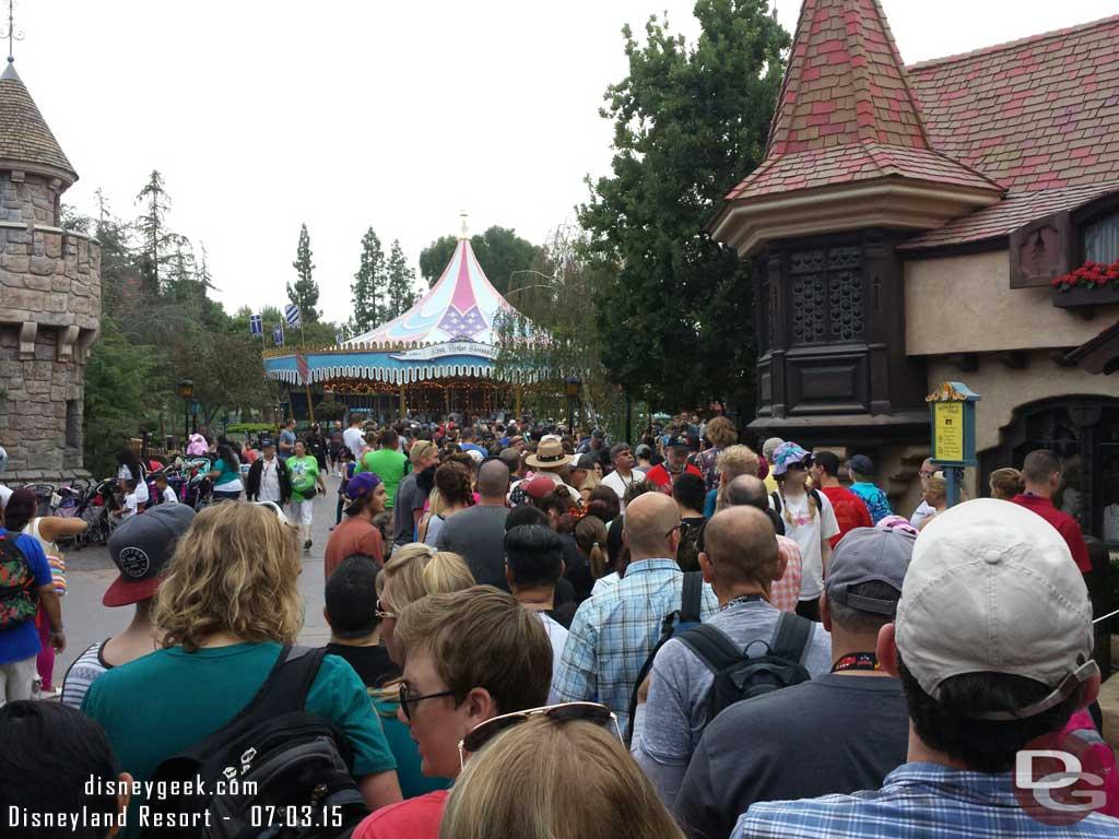 The Peter Pan line this morning #Disneyland